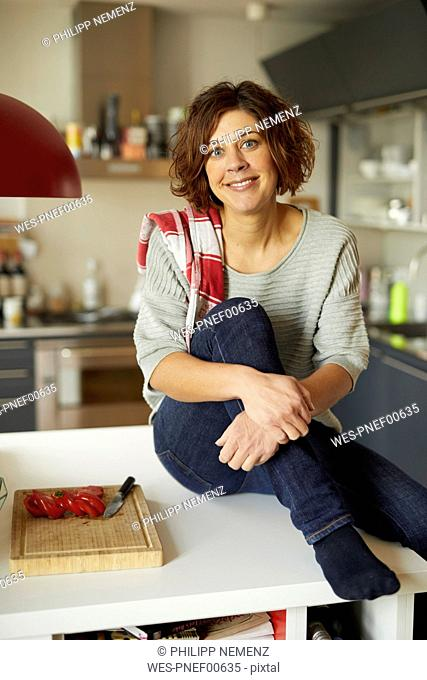 Portrait of smiling mature woman in the kitchen