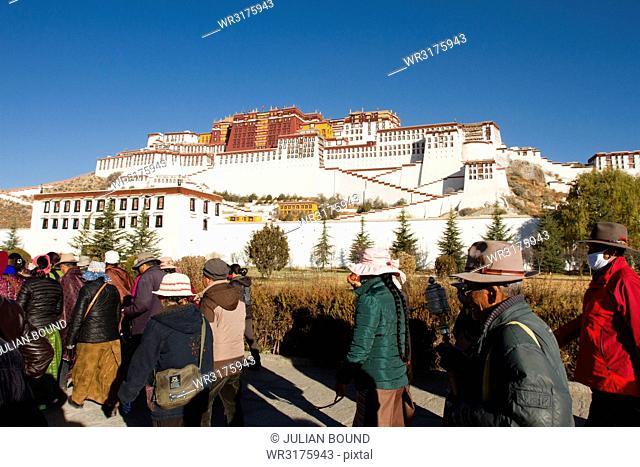 The Potala Palace of Lhasa, UNESCO World Heritage Site, Lhasa, Tibet, China, Asia