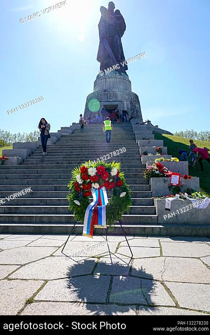 09.05.2020, Berlin, wreath of the Embassy of the Russian Federation. At the Soviet War Memorial in Treptower Park (Treptower War Memorial)