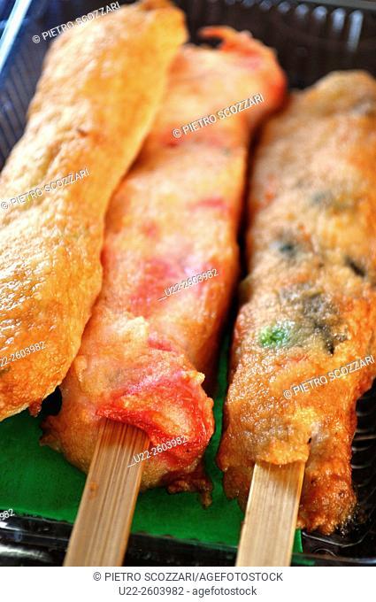 Nago (Okinawa, Japan): fish paste skewers