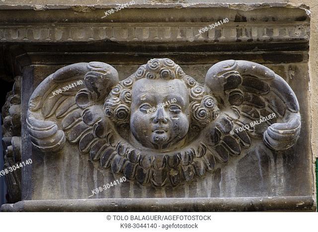capitel con relieve de angel, Portal del Forn de Ca na Mosca, alrededor del siglo XIX, Felanitx, Mallorca, balearic islands, Spain