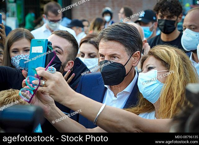 The leader of the Movimento 5 Selle Giuseppe Conte participates in the electoral rally of the candidate mayor of Milan Layla Pavone at the Darsena