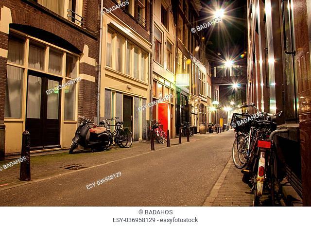 narrow streets of Amsterdam at night