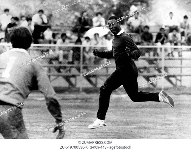 May 30, 1970 - Mexico City, Mexico - PELE the world's most famous Brazilian soccer player is seen training with his teammates for the start of the World Cup