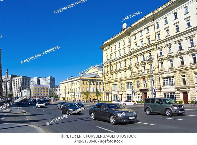 Teatralny Proyezd, multi-lane street and ringroad around the kremlin, Moscow, Russia