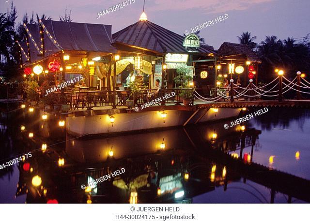 VMN Vietnam Hoi An floating restaurant at twilight