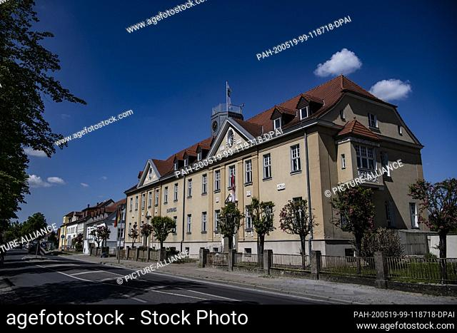 12 May 2020, Brandenburg, Falkensee: View of the town hall of the city. Photo: Paul Zinken/dpa-Zentralbild/ZB. - Falkensee/Brandenburg/Germany