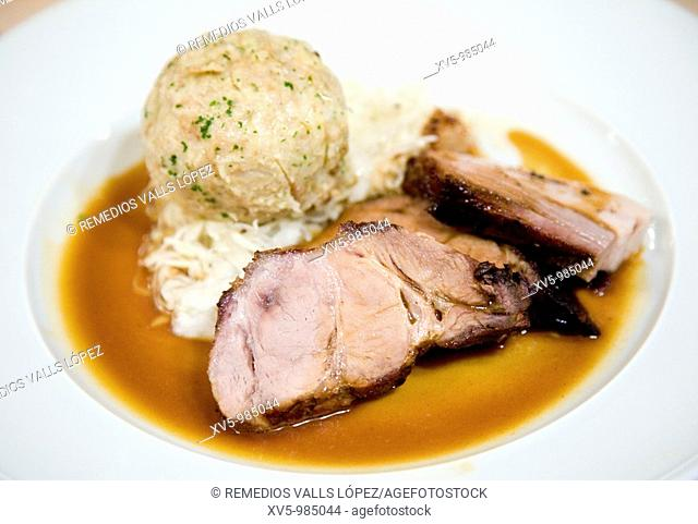Meat with sauce and mashed potatoes