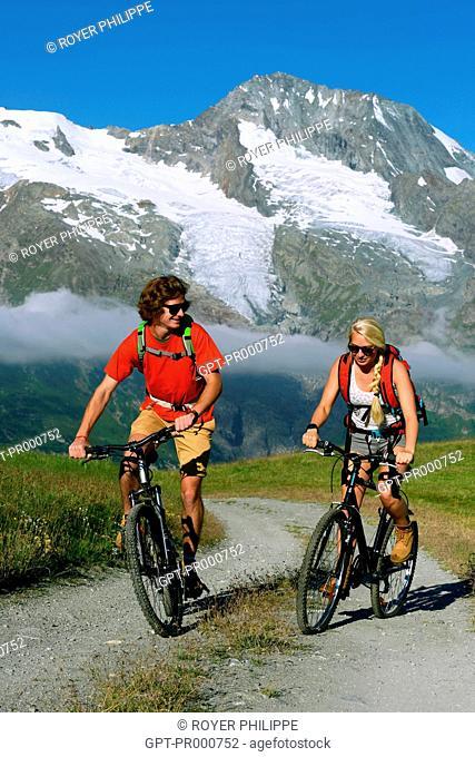 MOUNTAIN BIKING, IN THE BACKGROUND MONT POURRI, SAINTE FOY TARENTAISE, (73) SAVOY, RHONE ALPES, FRANCE