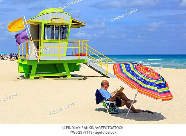 South Beach, Ocean View, Miami with the Ocean and wooden lifeguard shelter, Miami, Florida, USA