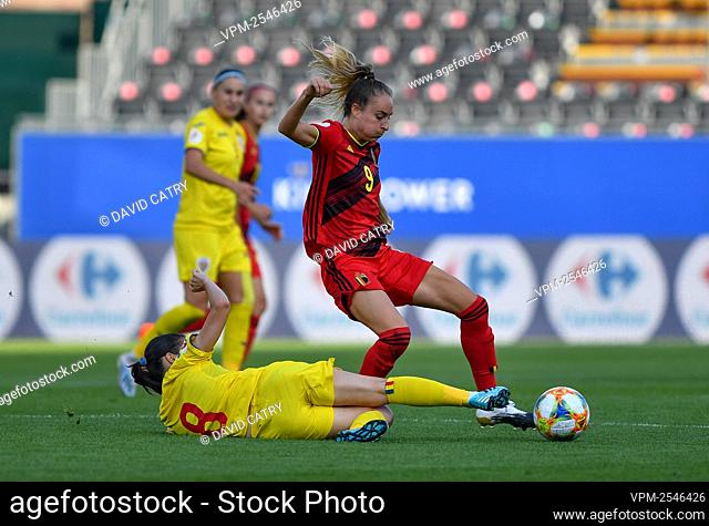 Romania's Stefania Vatafu and Belgium's Tessa Wullaert pictured in action during a soccer game between Belgium's Red Flames and Romania