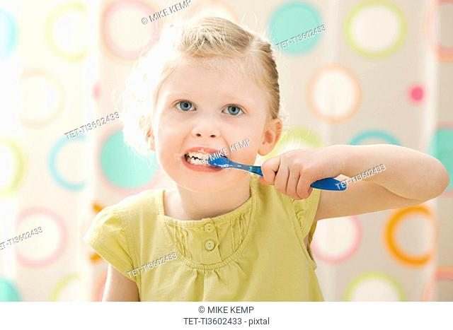 USA, Utah, Lehi, girl 2-3 brushing teeth