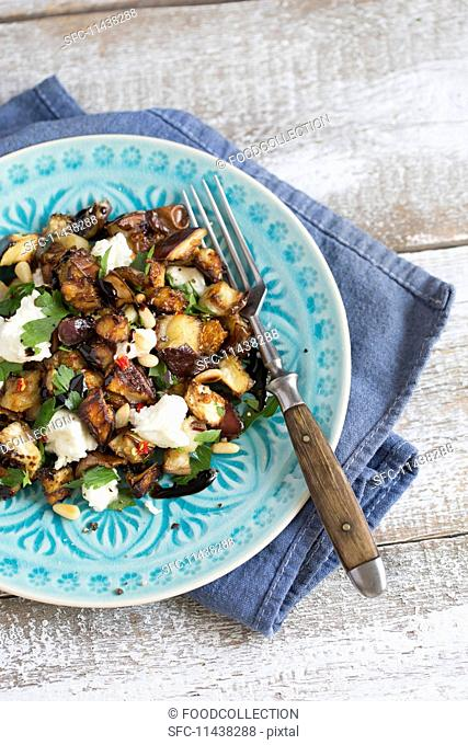 Salad with roasted aubergines, mozzarella, pine nuts and parsley