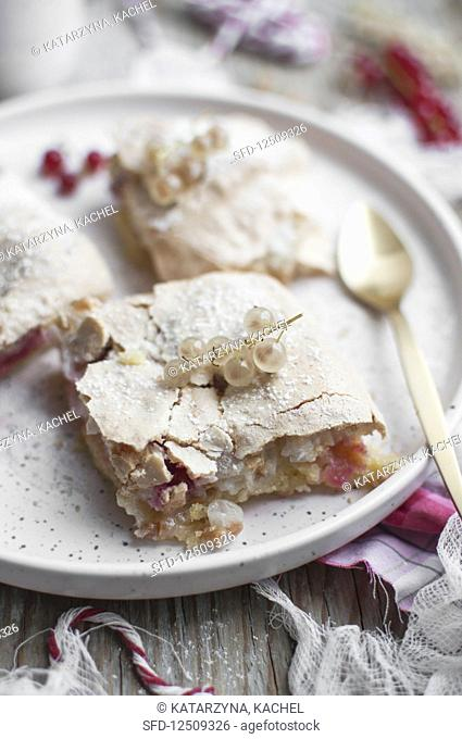 White and red currant cake with meringue topping