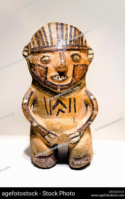 Sculpted vessel. Huari Transitional period 800 AD - 1300 AD. Museo de Arte Precolombino, Cusco - Peru. . In the pre-Columbian times the representation of the...