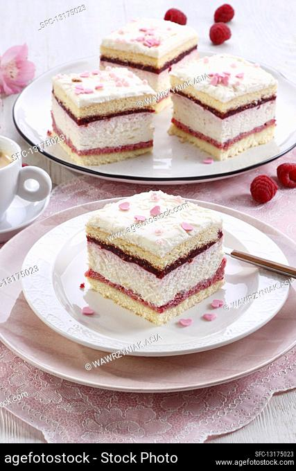 Foam cake with raspberry mousse and cream