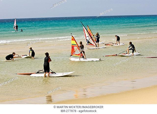 Windsurfing pupils, windsurfing school Rene Egli, Sotavento, Fuerteventura, Canary Islands, Spain