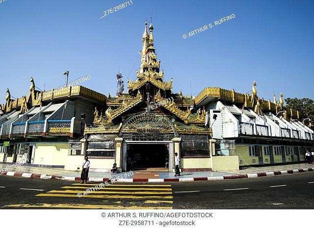 Sule Pagoda roundabout, downtown, Yangon, Myanmar