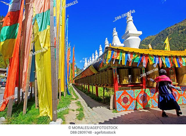 Asia, China, Sichuan province, UNESCO World Heritage Site, Jiuzhaigou National Park, Shuzheng Tibetan village, prayer flags
