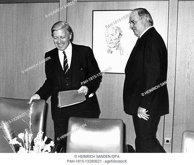 German chancellor Helmut Kohl (r, CDU) takes over his predecessor Helmut Schmidt's (l, SPD) office on 04 October 1982. - Bonn/Nordrhein-Westfalen/Germany