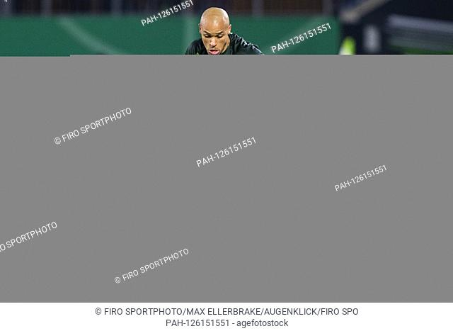 firo: 30.10.2019, Fuvuball, DFB Cup Round 2. 2019/2020, VfL Wolfsburg - RB Leipzig Marcel Tisserand (VfL Wolfsburg) Single Action | usage worldwide