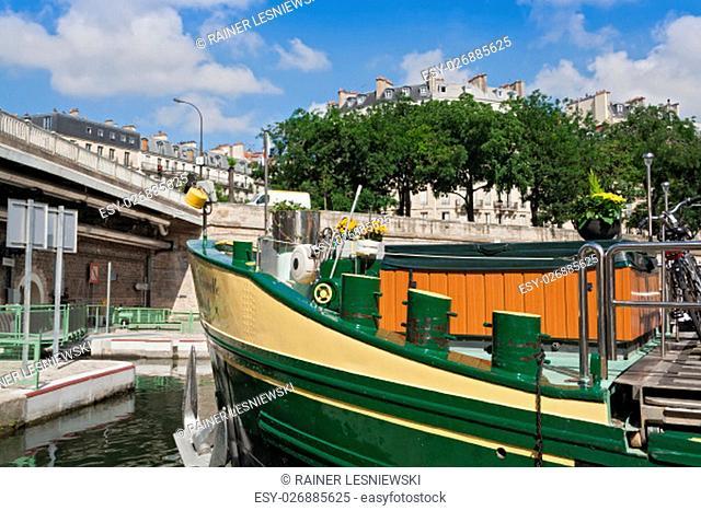 boat in the Bassin de l Arsenal west of the Place de la Bastille