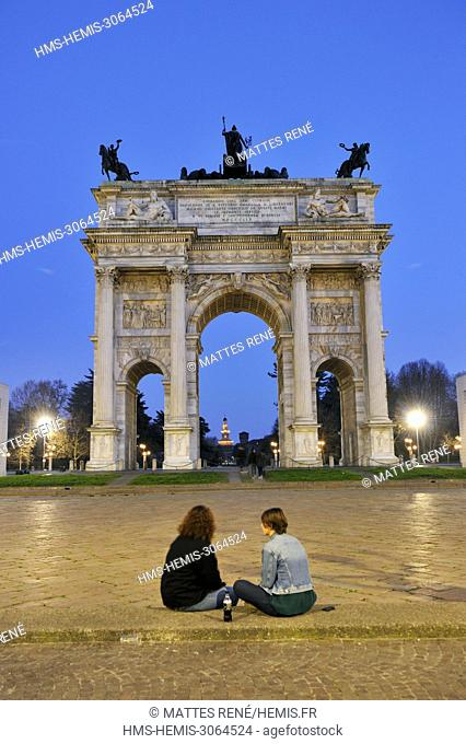 Italy, Lombardy, Milan, Piazza Sempione, Arc de Triomphe du Simplon (Arco della Pace) neoclassical style designed by architect Luigi Cagnola inaugurated in 1838...