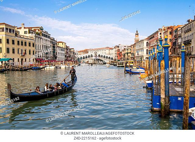 Gondola on the Grand Canal and Rialto Bridge. Venice, Veneto region, Italy, Europe