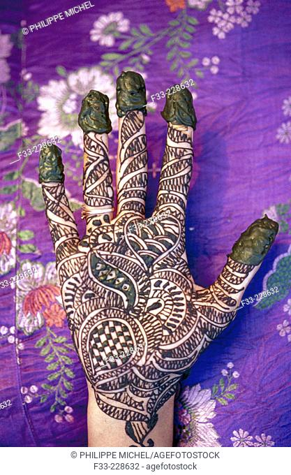 Elaborated henna tatoo in hands. India