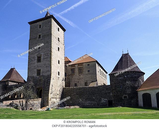Vodni hrad Svihov, dominantni hlavni vez, vpravo od ni Bila basta a mezi nimi Jizni palac