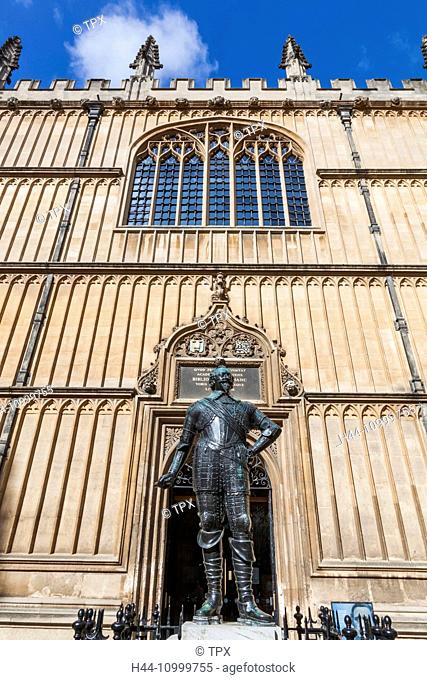 England, Oxfordshire, Oxford, Bodleian Library, Statue of William Herbert, Earl of Pembroke