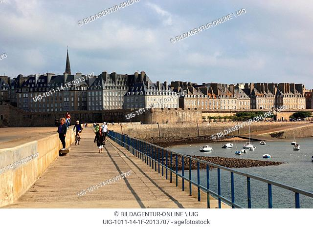 France, Brittany, Saint Malo, houses in the historic center, Villa close