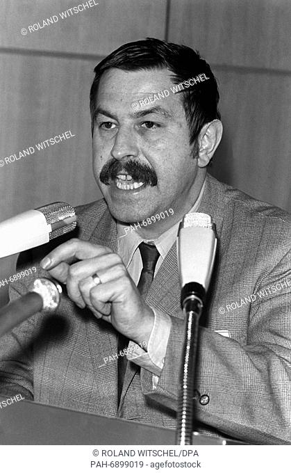 Writer Günter Grass at the federal party conference of the SPD in Nuremberg on the 19th of March in 1968. - Nürnberg/Bayern/Germany