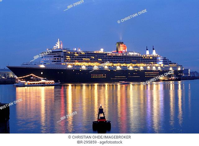 Cruise ship Queen Mary 2 in Hamburg harbour, Germany