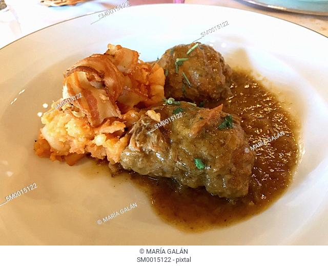 Carrilleras of Iberian pork with potatoes and bacon. Spain