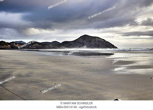New Zealand, south island, Wharariki Beach, beach in evening mood, cloudy sky, Sand and sea
