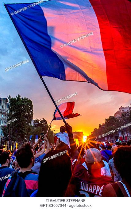 SCENE OF JUBILATION FOLLOWING THE FRENCH SOCCER TEAM'S VICTORY IN THE WORLD CUP FINALS, FRANCE - CROATIA, PARIS, FRANCE, EUROPE
