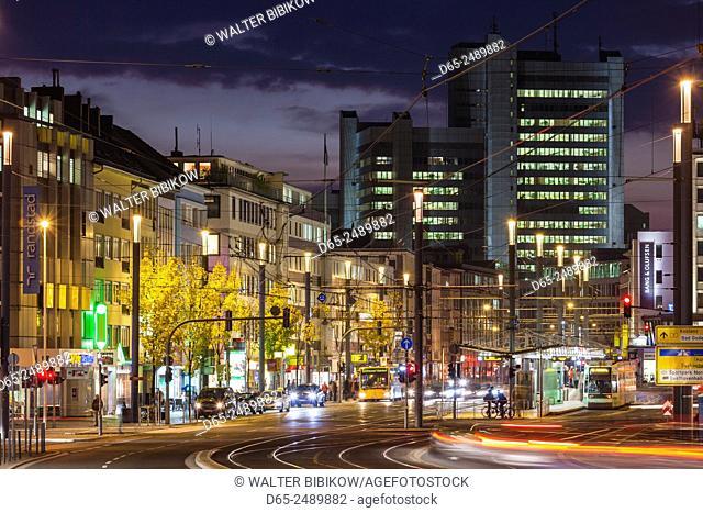 Germany, Nordrhein-Westfalen, Bonn, Bertha von Suttner Platz square, evening traffic