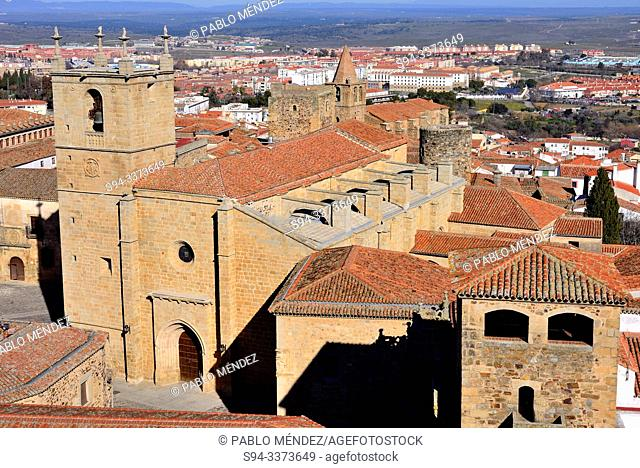 Palace of Golfines de Abajo and church of Santa Maria, Caceres, Spain