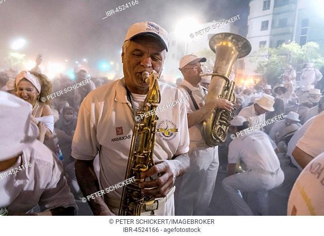 Band Banda de Agaete, white powder and white clothes, carnival La fiesta de Los Indianos, Las Palmas de Gran Canaria, Canary Islands, Spain