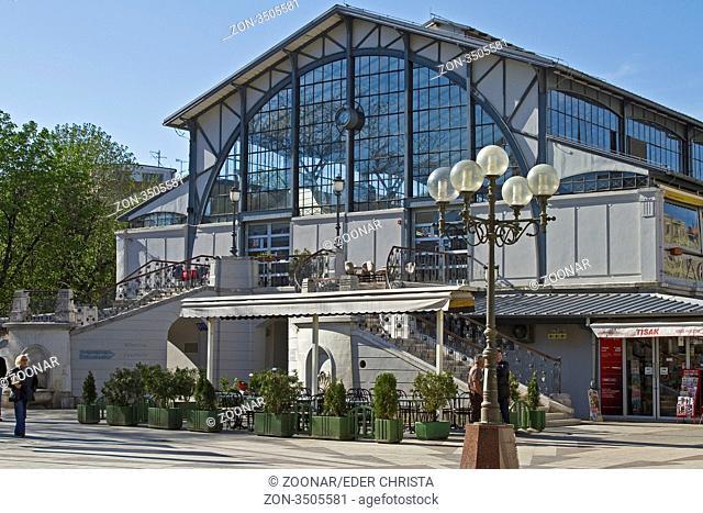 Ein dekorativer Konstruktionsstil aus Eisen, Stahl und Glas im Wiener Sezessonsstil zeichnet die Markthalle der Stadt Pula aus