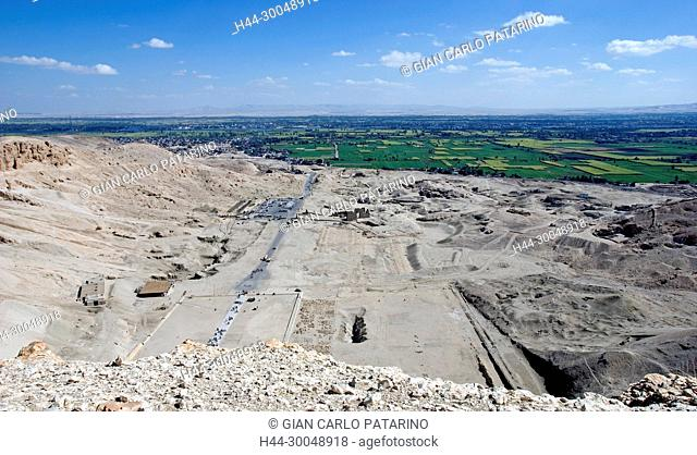 Deir el Bahari, Luxor, Egypt: temple of the queen Hatshepsut (New Kingdom 1567-1080 b.C.) at Deir el Bahari called Djeser-Djeseru: view from the cliff toward...