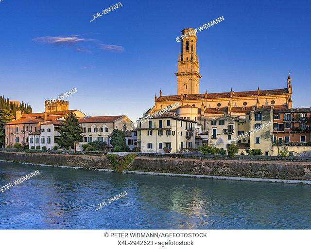City view of Verona with the Dom Santa Maria Matricolare on the River Adige, Verona, Veneto, Italy, Europe