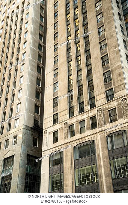 USA, IL, Chicago. Art deco style office tower in downtown Loop District. One North LaSalle Building