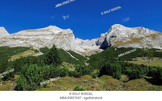 View of the Hochalm in the Grabenkar with eastern Karwendel point and Grabenkarspitze, Karwendel, Tyrol