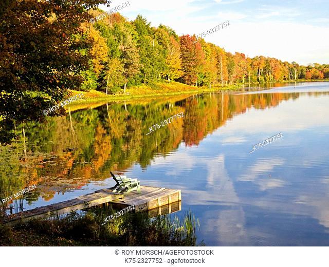 Dock on lake in autumn. Pocono Región, Pennsylvania, USA