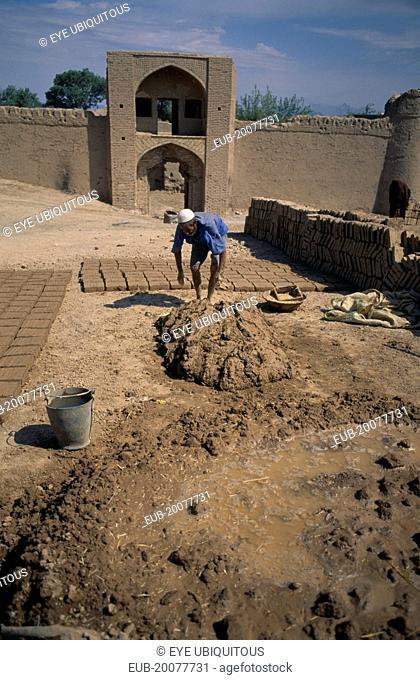 Mud brick maker