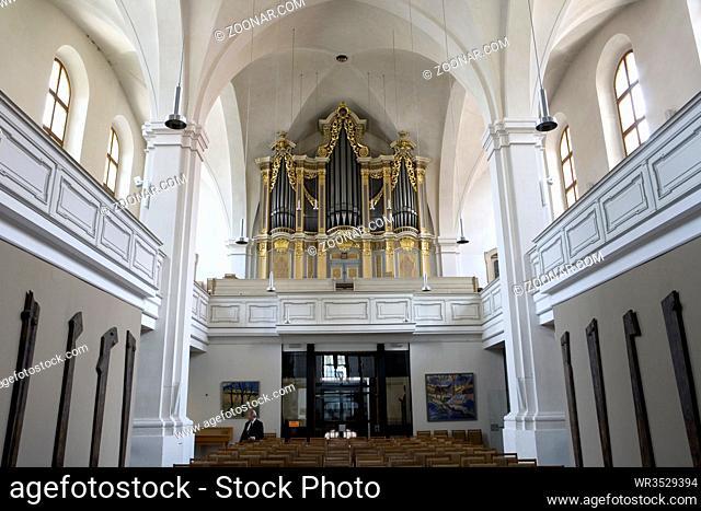 Innenaufnahme der modern gestalteten Petrikirche, Sachsen, Deutschland, Freiberg