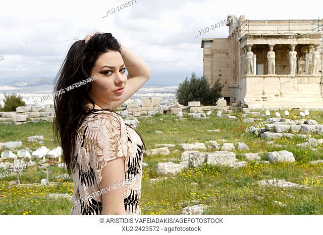 Actress, singer, and antibullying spokesperson, Meredith O'Connor visits Acropolis. Meredith's visit in Greece is part of her worldwide anti-bullying school...