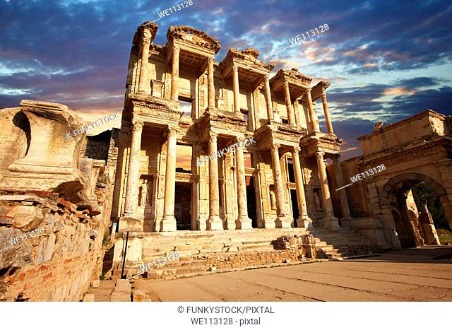 The library of Celsus at sunrise Images of the Roman ruins of Ephasus, Turkey